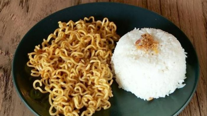 Bahaya Yang Dapat Timbul Jika Makan Nasi dicampur dengan Mie Instan