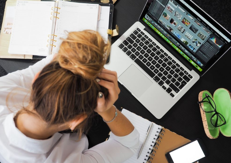 Gejala Stres Akibat Overwork yang Sering Gak Disadari orang