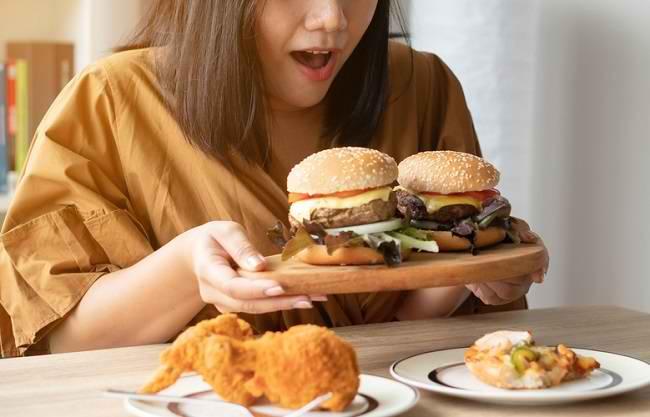 Kebiasaan Makan Berlebihan Sering DiJadikan Obat Stres