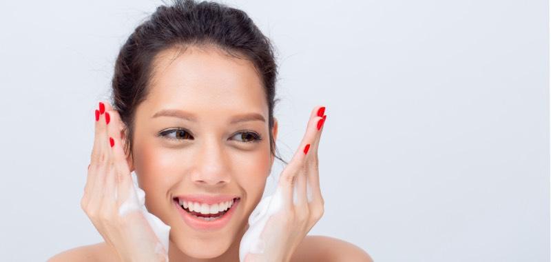 Cara Memilih Sabun Cuci Muka Untuk Kulit Kombinasi