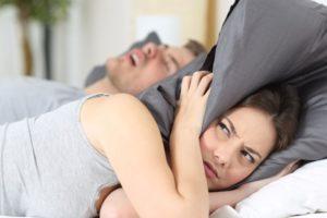 Cara Ini Ampuh Hentikan Dengkuran Saat Tidur
